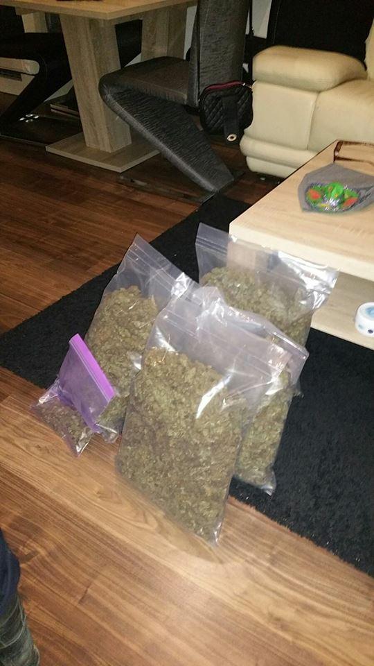 5 kilo aan henneptoppen in huis
